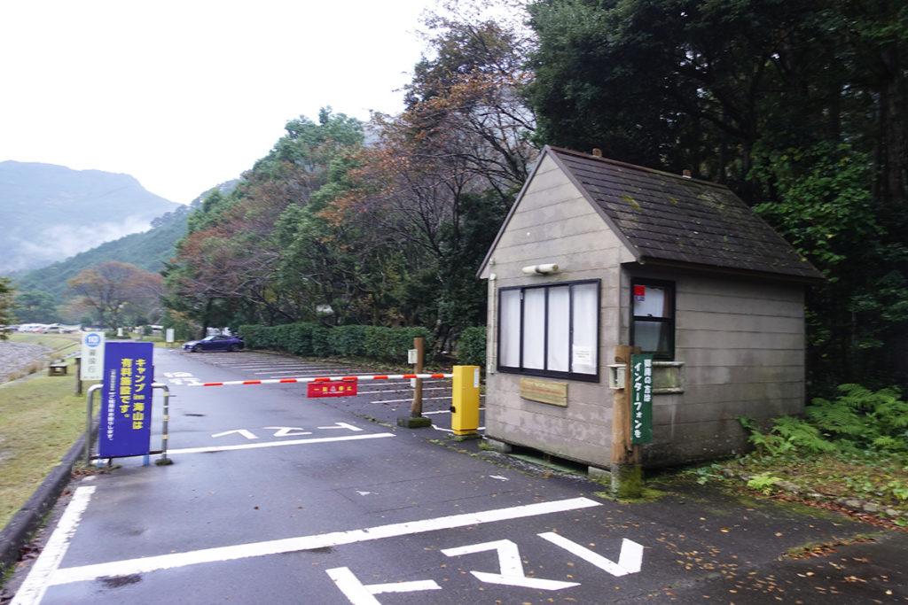 キャンプ場ゲート